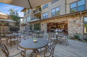 Open area courtyard at Oakmont assisted living community.