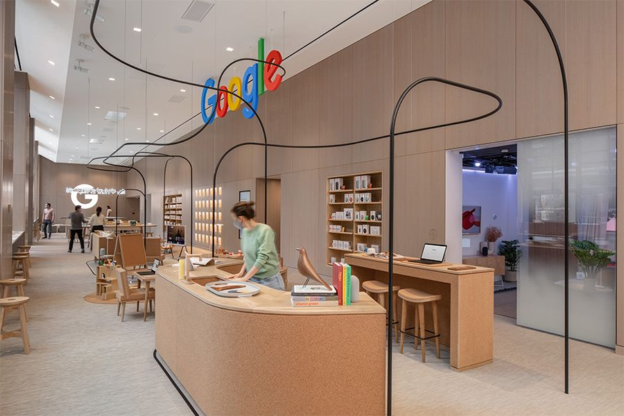 Twisting, free-floating wires place highlight the neuroaesthetics of Reddy's design.